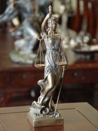 Justitia szobor  /Októberben érkezik, előrendelhető/