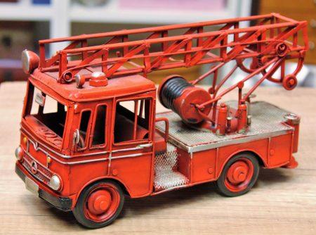 Tűzoltó fém autó