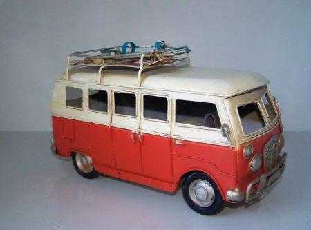 Mikrobusz fém autó