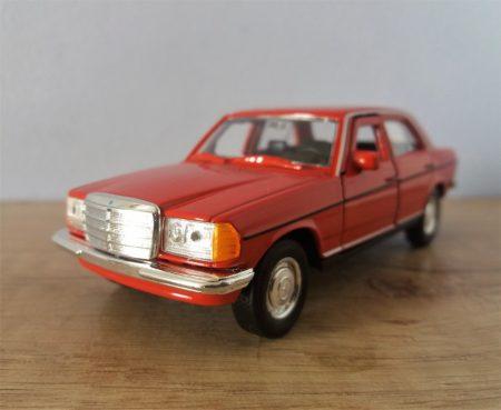 Mercedes benz E class /piros/