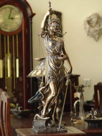 Justitia szobor 76 cm