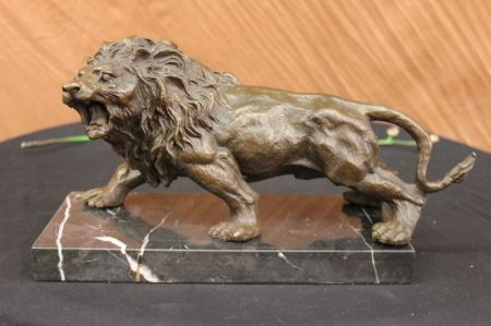 Oroszlán bronz szobor