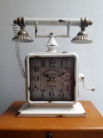 Telefon formájú óra