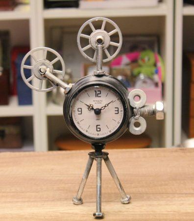 fém kamera formájú óra