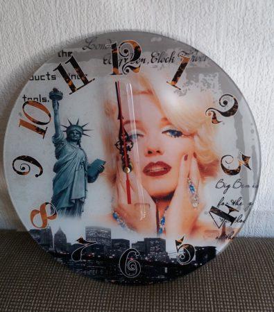 Marilyn Monroe falióra