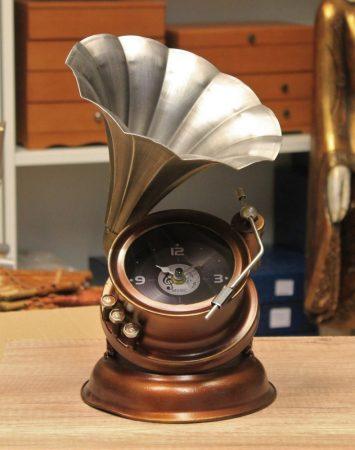 Fém design gramofon óra