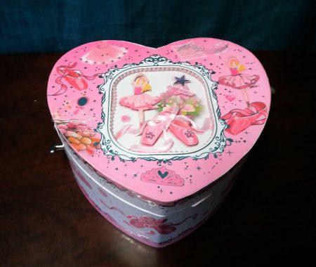 Szív alakú balerinás zenélő doboz