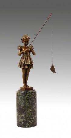 Horgászó lány szobor