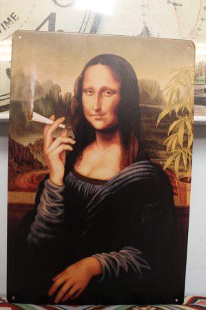 fém kép: Mona Lisa cigarettával