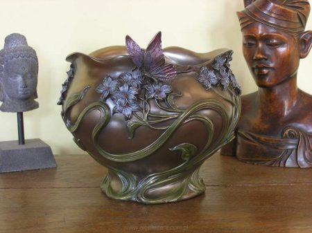 Virágos lepkés váza