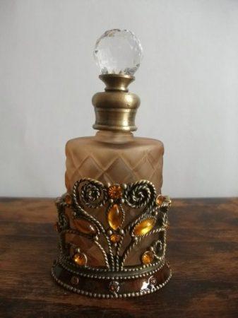 Ó aranyozott parfümtartó /sárga köves/