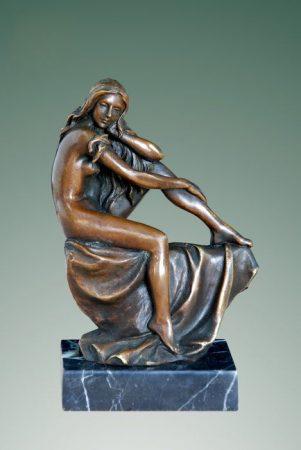 Bronz nőalak szobor