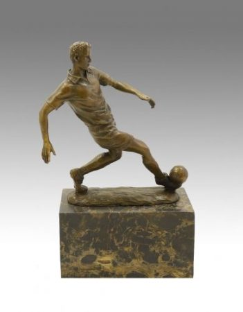 Focista bronz szobor